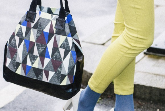 Small Triangle Bag, Berry Diamond Print