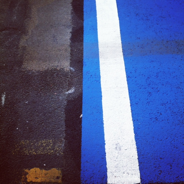 MURY_White line with Blue